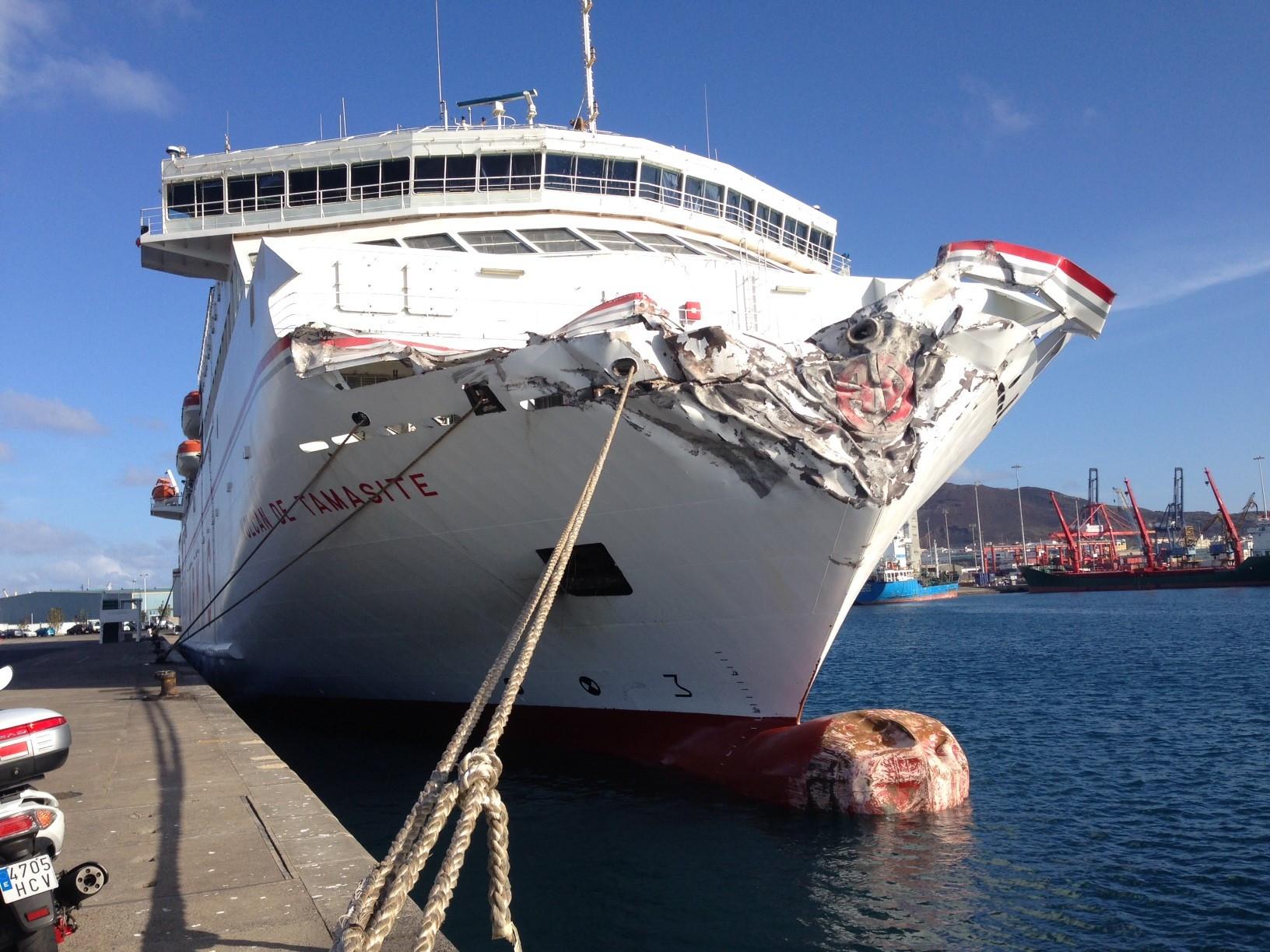 Naviera armas due a del ferry accidentado en las palmas for Horario oficina naviera armas las palmas