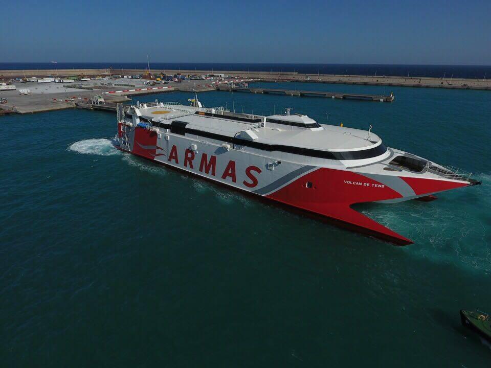 Llega al puerto de las palmas el fast ferry de naviera for Horario oficina naviera armas las palmas