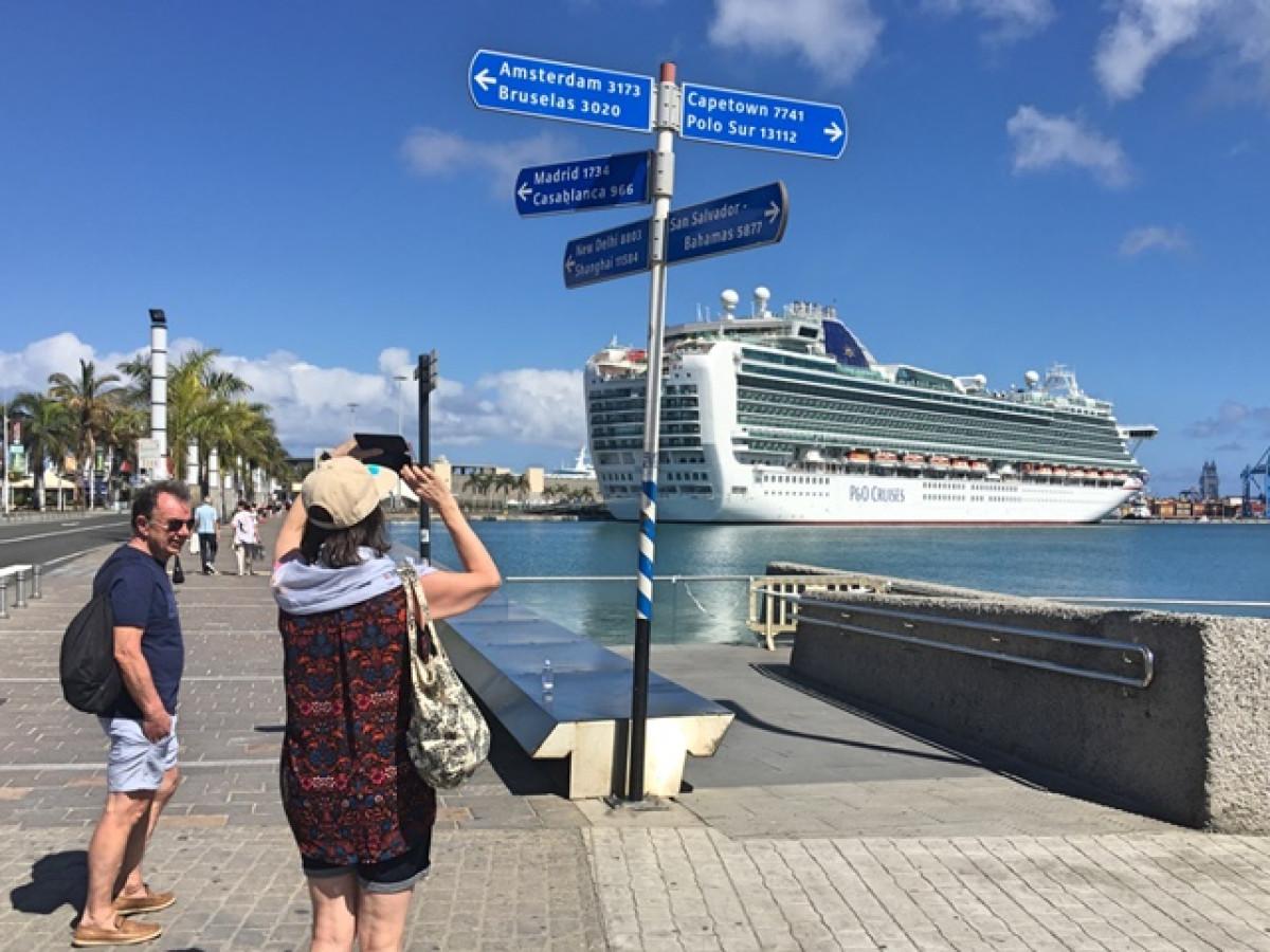 Puerto de Las Palmas   Crucero en el Muelle