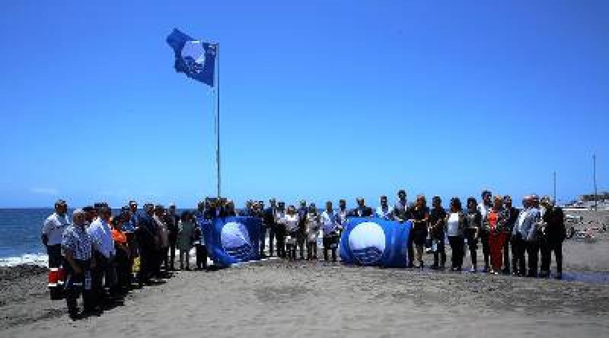 GobCan   Foto de familia tras el izado de la Bandera Azul