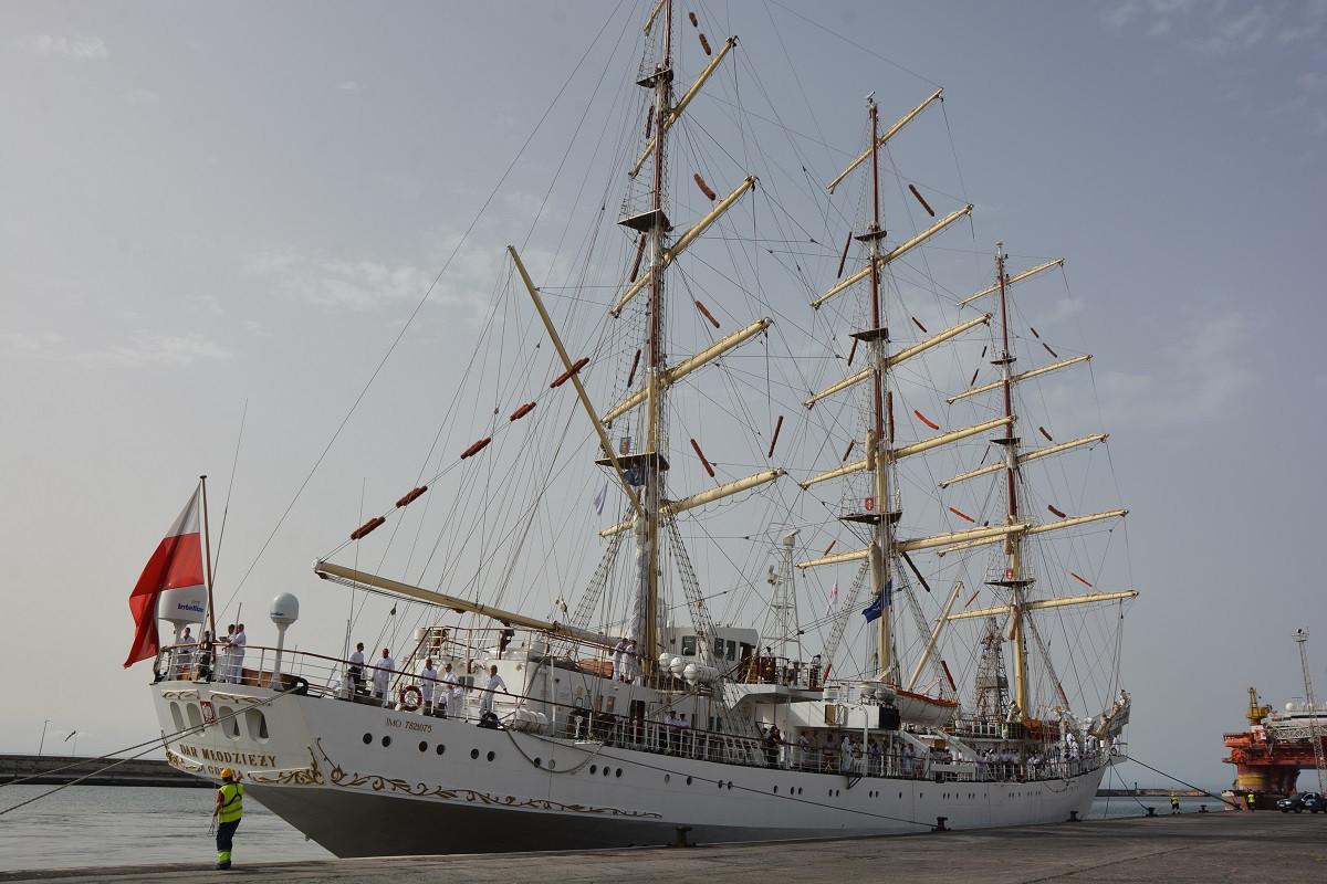 Puerto de Tenerife   Dar Mu0142odzieu017cy   buque escuela polaco julio018
