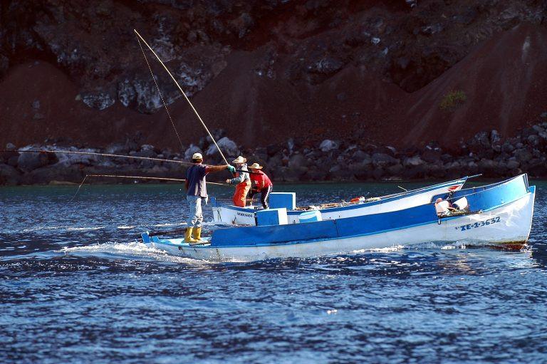 Moisu00e9s Pu00e9rez fotografu00eda la pesca tradicional en El Hierro 1 768x511