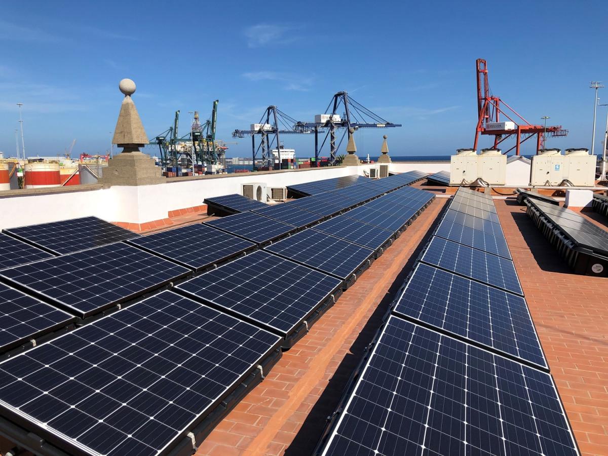 Puerto de Las Palmas   Paneles Energu00eda fotovolcaica